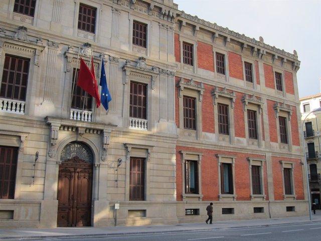 Fachada del Parlamento de Navarra.