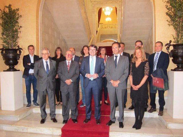 Alcalde junto a miembros del comité científico, del FECYT y de las universidades