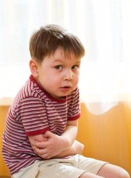 Niño con dolor de tripa