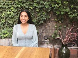 """La poeta Rupi Kaur: """"Quiero empoderar a la mujer y dar amor al lector"""""""
