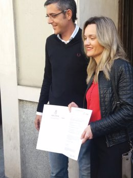 Eduardo Madina y Pilar Alegría llegando a Ferraz
