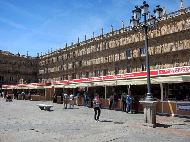 Salamanca: Feria Del Iibro En La Plaza Mayor