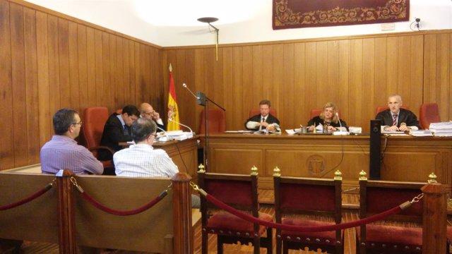 Funcionarios acusados de espiar nóminas del Ayuntamiento de Granada