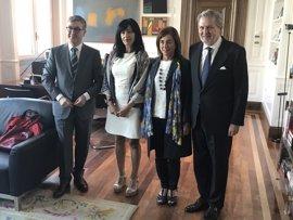 La consejera Uriarte traslada al ministro de Educación su malestar por los recursos contra el sistema vasco de becas