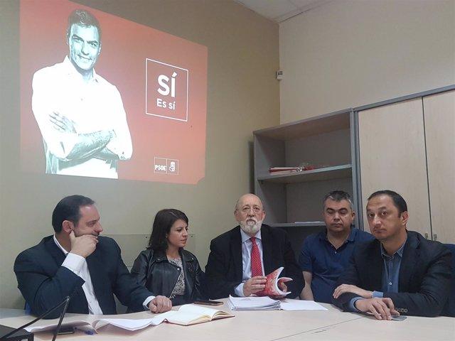 El equipo de Pedro Sánchez en la oficina del candidato