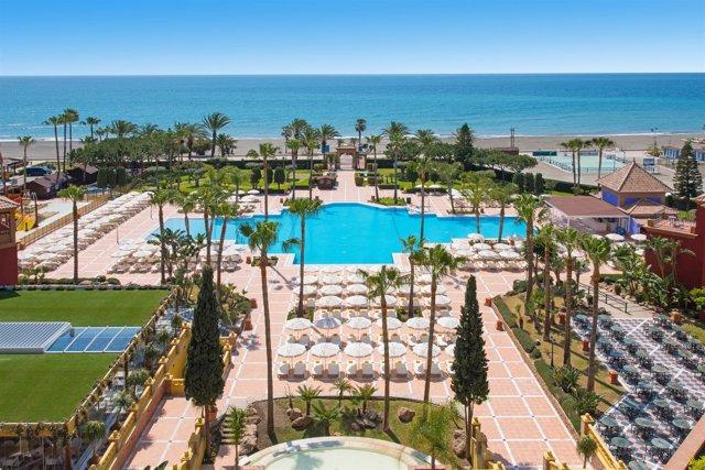 Málaga Playa hotel turismo piscina torrox viajeros turistas relax ocio verano