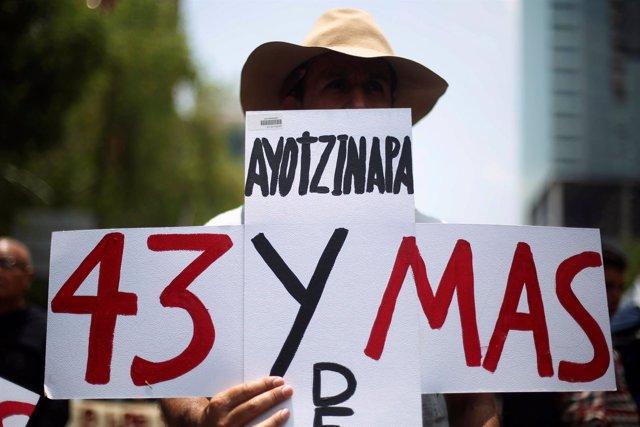 Manifestación por los 21 meses de desaparición de los 43 normalistas
