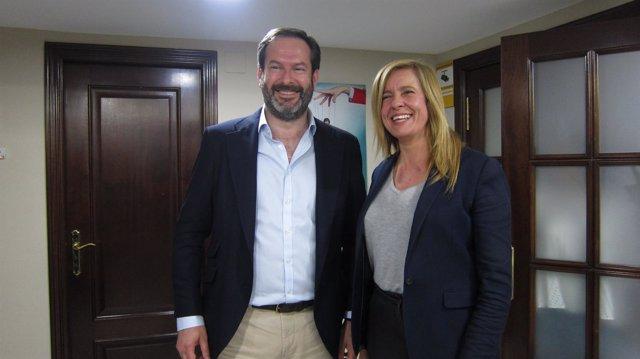Adolfo Molina y Rosario Alarcón tras las votaciones