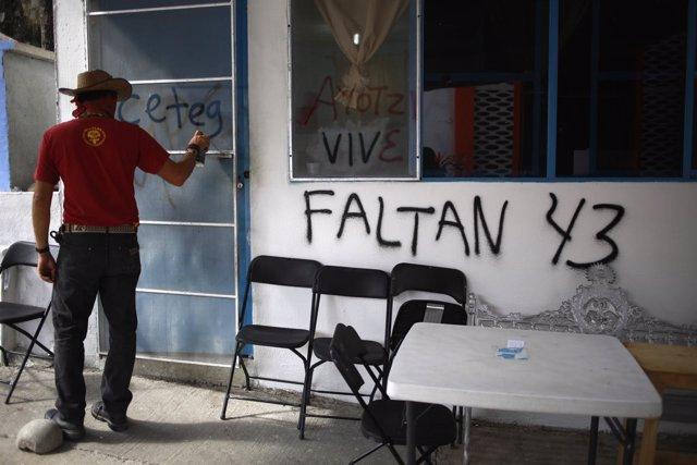 Faltan 43 estudiantes de Ayotzinapa México