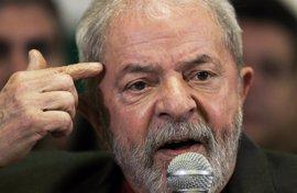 La defensa del expresidente de Brasil Lula da Silva solicita la suspensión del proceso por el tríplex de OAS