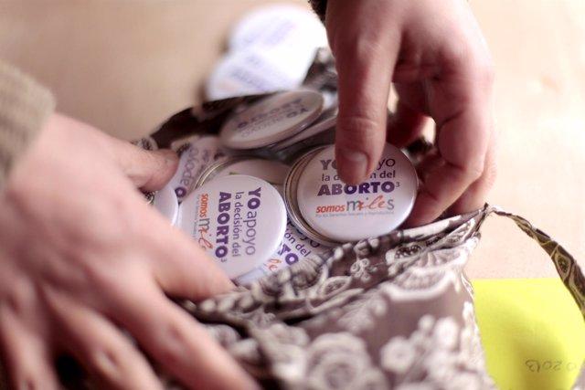 """Un miembro de """" Miles"""" , una ONG de apoyo los Derechos Sexuales y Reproductivos"""