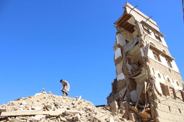Edificio bombardeado en Yemen