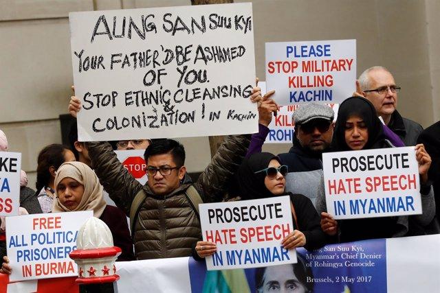 Manifestantes protestan en Londres contra Suu Kyi