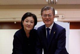 Moon Jae In, favorito en los sondeos, promete devolver la dignidad a Corea del Sur