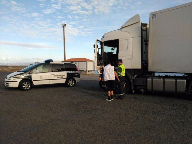La Guardia Civil de A Coriña intefcepta conductor de camión positivo drogas.