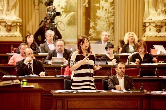 Francina Armengol en el pleno del Parlament
