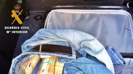 Intervenidos 30.000 euros a un portugués cuando trataba de sacarlos de España por Caya