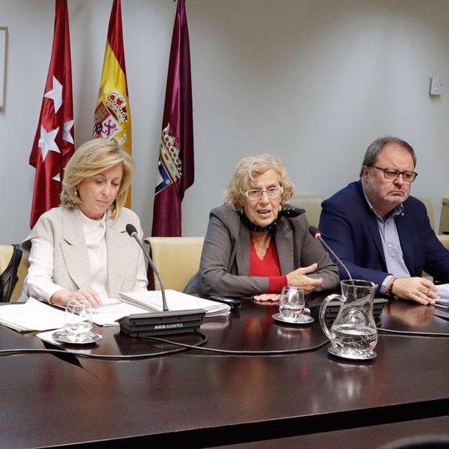 Manuela Carmena, Concepción Dancausa y Javier Barbero