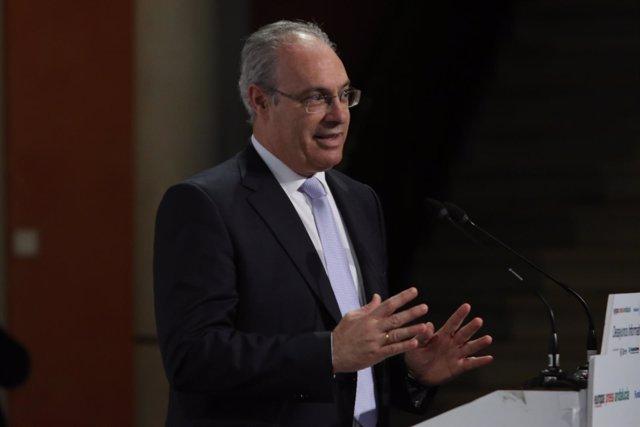 El presidente del Parlamento andaluz, Juan Pablo Durán, durante el desayuno
