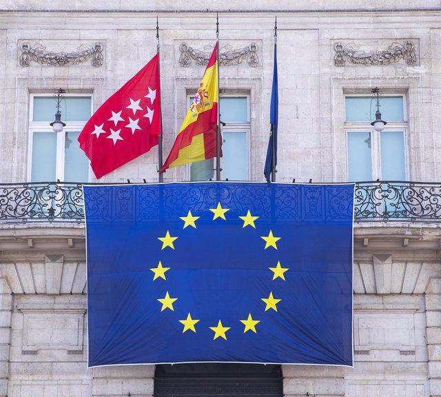 Bandera de la Union Europea en la Fachada de Sol