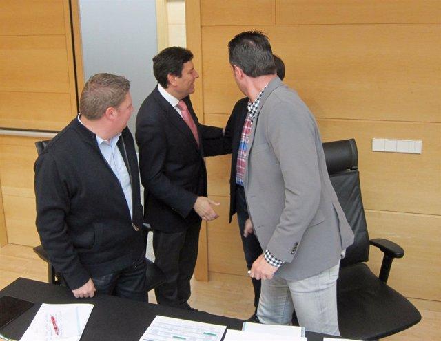 Fernández Carriedo saluda a los procuradores socialistas
