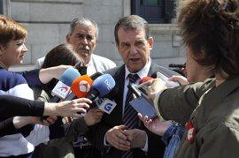 """Caballero (PSOE) compara a Susana Díaz con un """"AVE"""" de Andalucía y a Pedro Sánchez y Patxi López con """"trenes de vapor"""""""