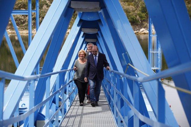 Lambán, Godia y Olona en su visita a los regadíos de Mequinenza