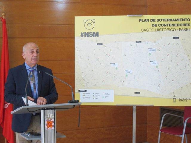 Imagen De Roque Ortiz, Durante La Rueda De Prensa