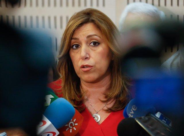 La presidenta de la Junta, Susana Díaz, atendiendo a los medios