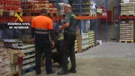 La Guardia Civil denuncia a varias empresas y comercios por tener alimentos fraudulentos a la venta en Gran Canaria
