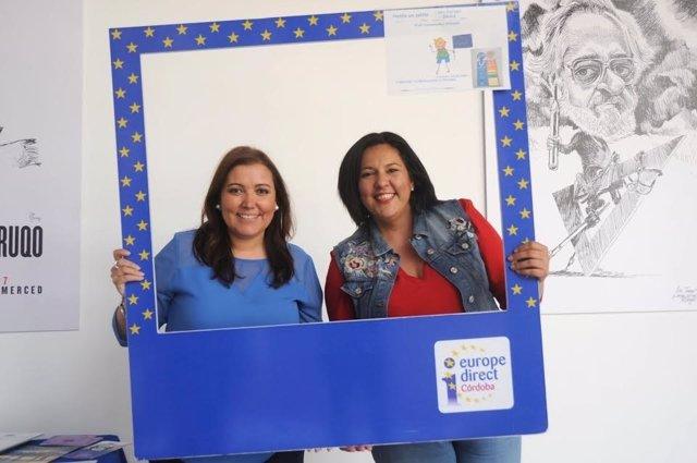 Las diputadas provinciales Ana Carrillo (izda.) y Lola Amo celebran la efeméride