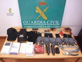 Dos detenidos en León por 26 robos en tiendas de telefonía móvil, alguna en Asturias, por 225.000 euros
