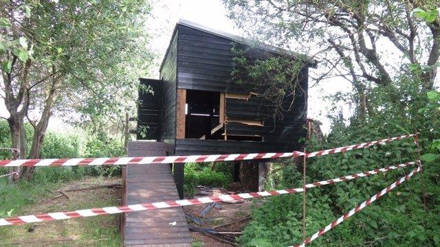 Daños en un observatorio de aves de la Marisma de Alday