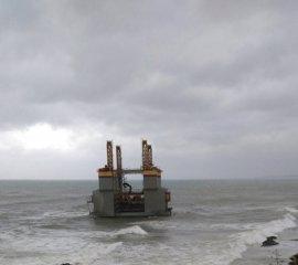 La gabarra Agronauta, varada en abril en Benalmádena, entra este miércoles en Navantia Cádiz para su reparación