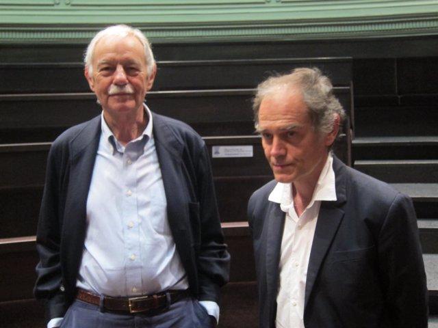 Los escritores Eduardo Mendoza y Javier Pérez Andújar en el Paraninfo