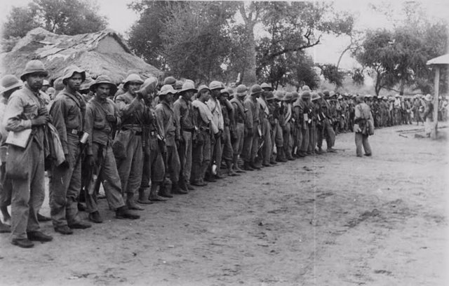 Soldados paraguaos en fila