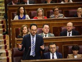 """El PSOE ataca al PP por su """"aluvión de corruptos"""" y Rajoy le pide ser constructivo apoyando medidas anticorrupción"""