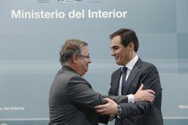 """Zoido subraya que la """"reunión protocolaria"""" de su 'número dos' con Pablo González no está bajo investigación"""