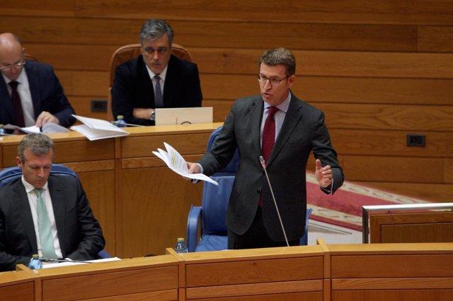 El presidente da Xunta, Alberto Núñez Feijóo, en el pleno del Parlamento.