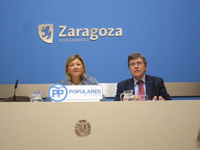 Los concejales del PP, Patricia Cavero y José Ignacio Senao, en el Ayuntamiento