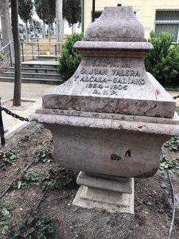 El monumento funerario de Juan Valera en Cabra