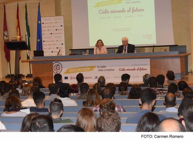 Irene García y Ángel Juan Pascual en el Foro 'Cádiz mirando al futuro'