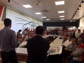 Pedro Sánchez se reúne en Seat con Matías Carnero (UGT) y delegados sindicales