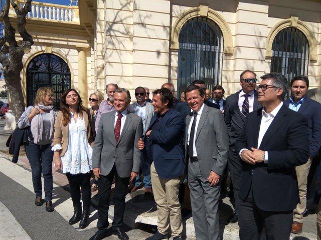 Plata con alcalde de cádiz kichi gonzález puerto visita málaga integración