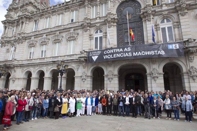 Minuto de silencio en A Coruña por el crimen de un menor hallado en Oza.
