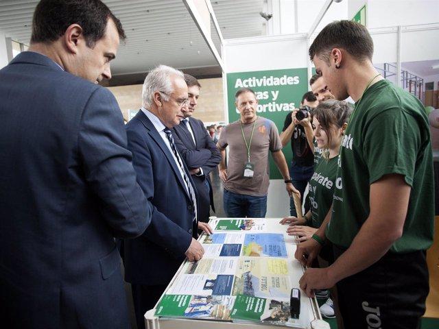 Ceniceros visita la Feria de Formación Profesional en Riojafórum