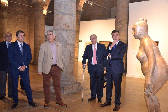 Pacheco, Páez, García y Ballesta, ante la escultura La Primavera, de Campillo