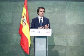 """Aznar pide a Rajoy más reformas y avisa que el populismo debe perder en las urnas y """"en los programas de los partidos"""""""