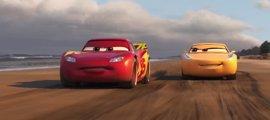 Rayo McQueen pisa a fondo en el nuevo tráiler de Cars 3