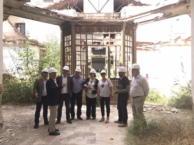 Ortiz visita la Cárcel Vieja con distintos grupos, arquitectos y técnicos